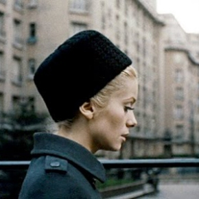 "Muza Yves Saint Laurent w filmie ""PięknośćDnia"""