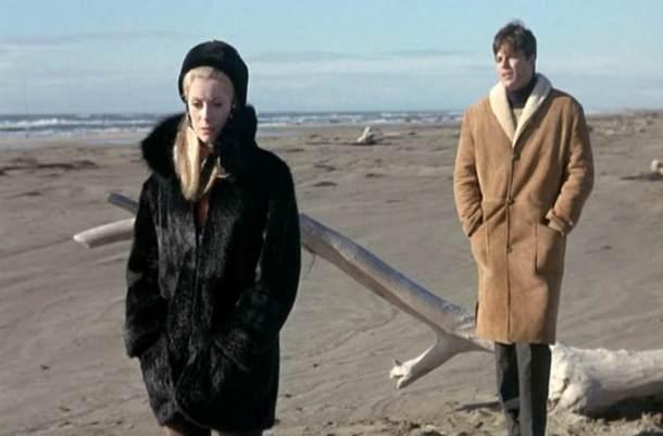 Catherine-Deneuve_Belle-de-Jour_fur-coat-beach.bmp77