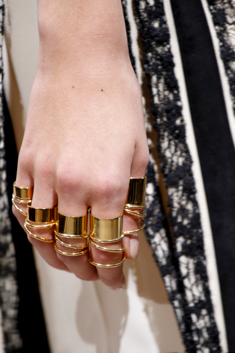 item24.rendition.slideshowWideVertical.ss25-balenciaga-rings-paris-obsessions