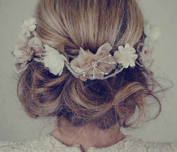 minna-wedding-hair-accessories-floral-garland-elle-wedding-blog