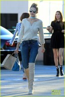 51911151 Model Gigi Hadid and some friends are spotted out for lunch at Il Pastaio in Beverly Hills, California on November 17, 2015. Afterwards the group of friends stopped by a nail salon to get their nails done. FameFlynet, Inc - Beverly Hills, CA, USA - +1 (818) 307-4813